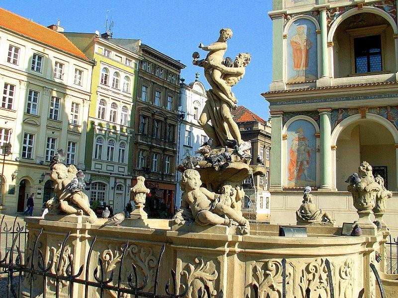 poznan-stary-rynek-fontanna